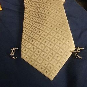 Calvin Klein silk tie  $28 One size + free $5 gift